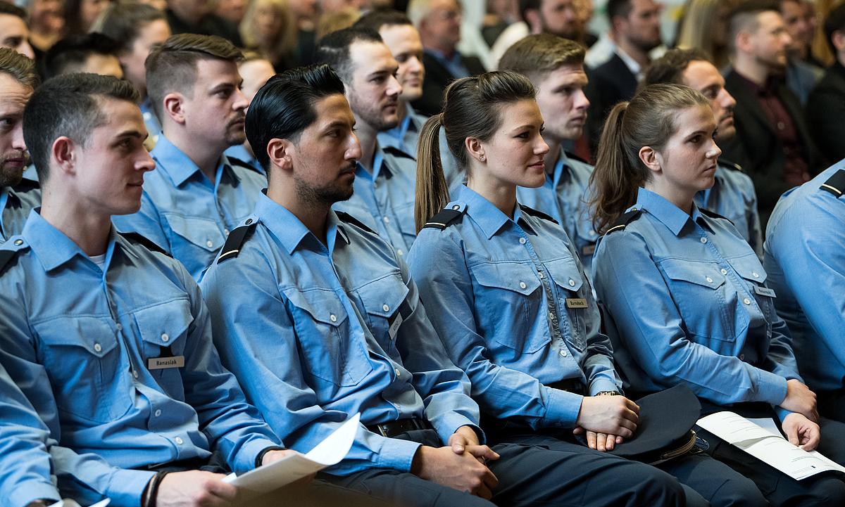 Junge Polizisten